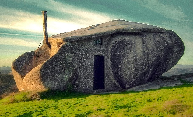 The bizarre stone house in Nas montanhas de Fafe, Portugal, looks surprisingly similar to the home of Fred and Wilma in the 1960s animated sit-com - the Flintstones
