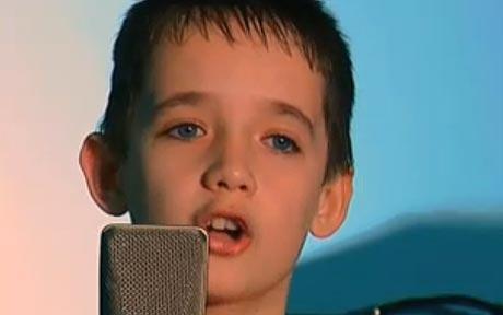 Brendan MacFarlane: YouTube schoolboy in court fight with mother over passport