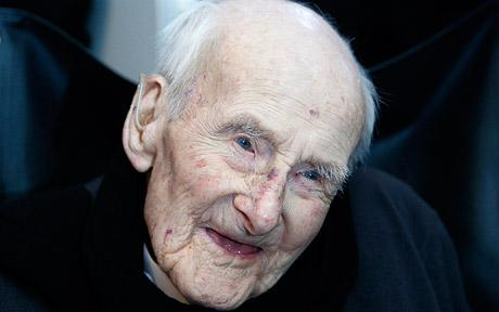 British First World War veteran Henry Allingham has died at the age of 113